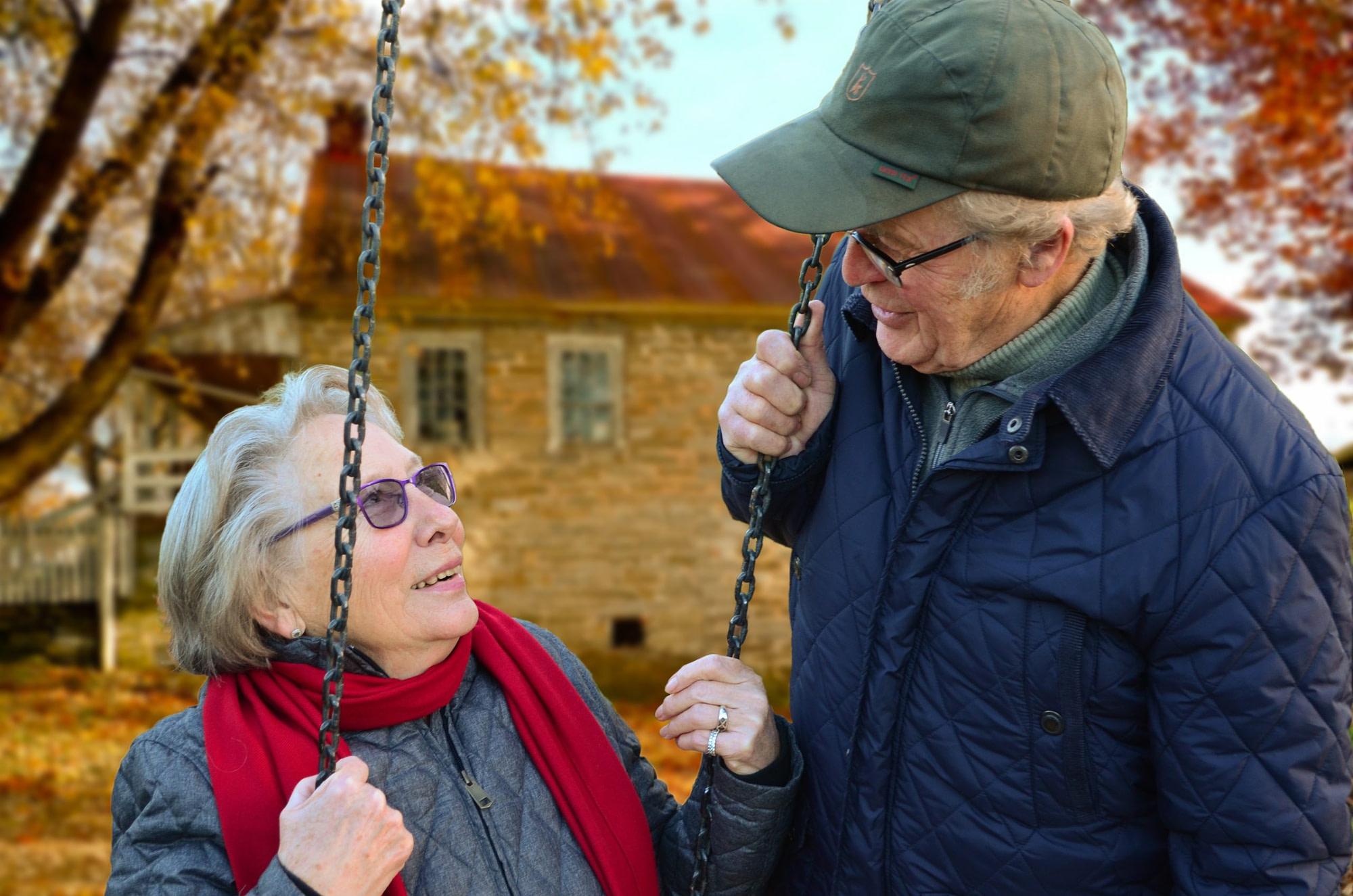 couple elderly man old 34761 scaled